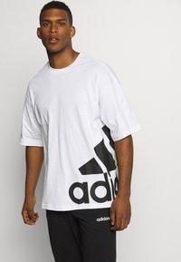 adidas Performance - BOXBOS TEE - T-shirt med print - white/black - 0