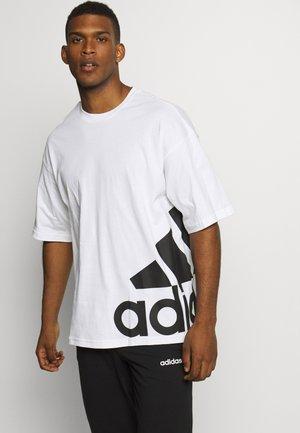 BOXBOS TEE - Print T-shirt - white/black