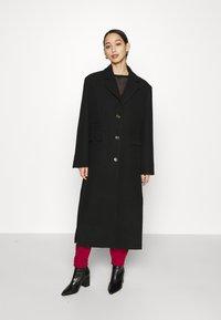 Weekday - LAYA - Klasický kabát - black - 0