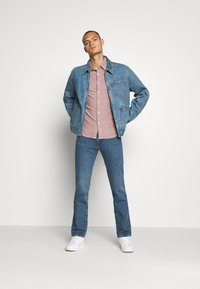 Levi's® - MECHANIC'S TRUCKER - Cowboyjakker - light blue denim - 1