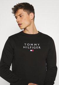 Tommy Hilfiger - STACKED FLAG CREWNECK - Sweatshirt - black - 3
