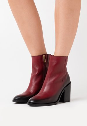 SHADED BOOT - High heeled ankle boots - deep rouge