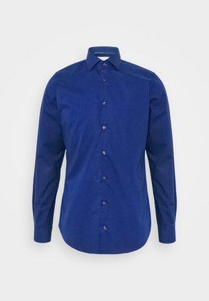 POPLIN SLIM - Skjorta - royal blue