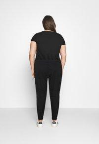 Missguided Plus - PLUS SIZE PLAIN TROUSER - Cargo trousers - black - 2