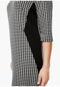 Triangle - Jersey dress - black houndstooth aop - 5