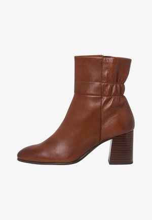 STIEFELETTE - Boots à talons - brandy