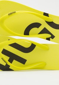 HUGO - ONFIRE - Chanclas de dedo - bright yellow - 5