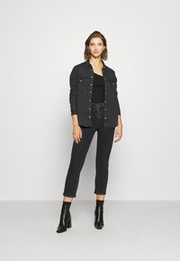 Levi's® - 724 HIRISE STRAIGHT CROP - Straight leg jeans - black denim - 1