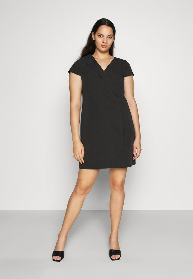 TAILORED DRESS - Pouzdrové šaty - black