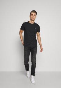 Pier One - T-Shirt basic - black - 1