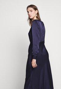 Bruuns Bazaar - SOPHIE AURORA DRESS - Juhlamekko - night sky - 5