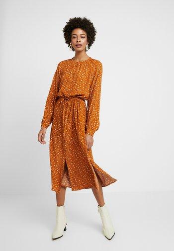 ADALEE - Shirt dress - pumpkin