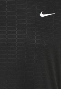 Nike Performance - MILER EMBOSS - T-shirts print - black - 2