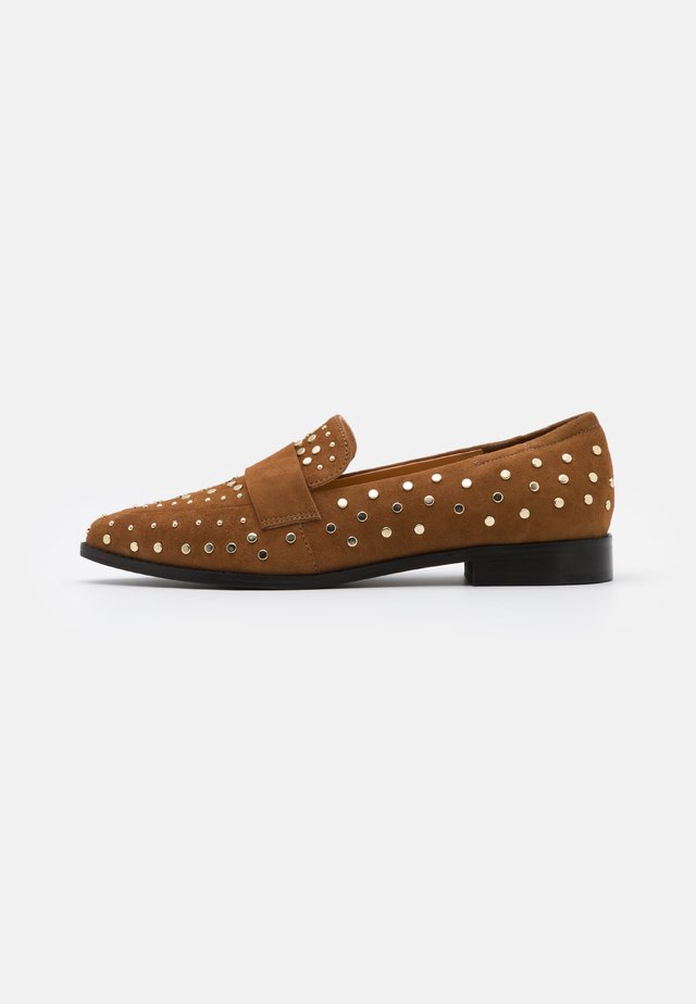 MOLLY  - Mocasines - cognac