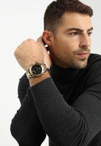 Versace Watches - SPORT TECH - Chronograph watch - gold-coloured/gun - 0