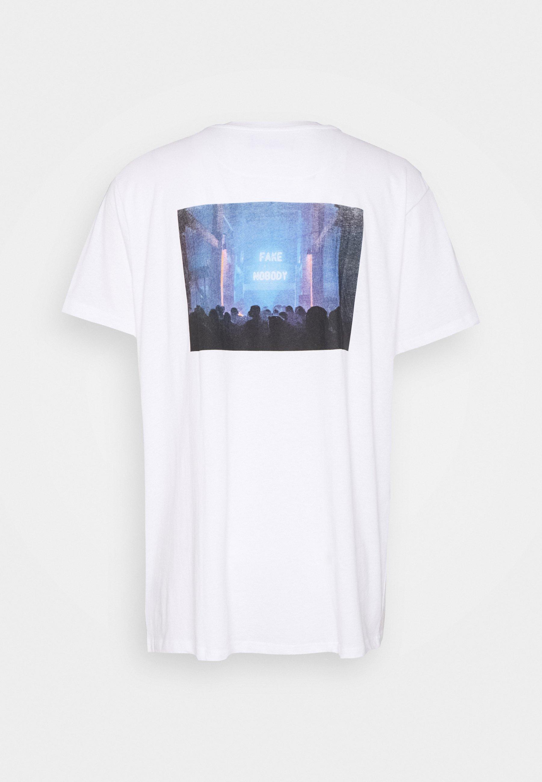 Night Addict Fake - T-shirt Z Nadrukiem White