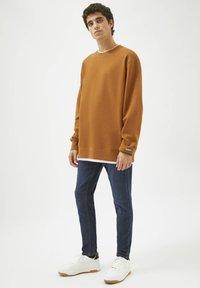 PULL&BEAR - Sweatshirt - mottled brown - 1