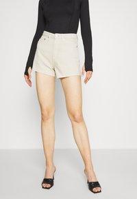 Weekday - ROWE  - Jeans Shorts - beige - 0