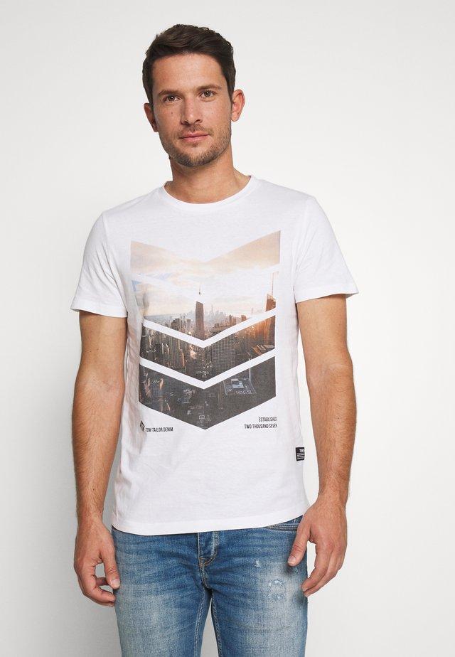 WITH FOTOPRINT - T-shirt imprimé - white
