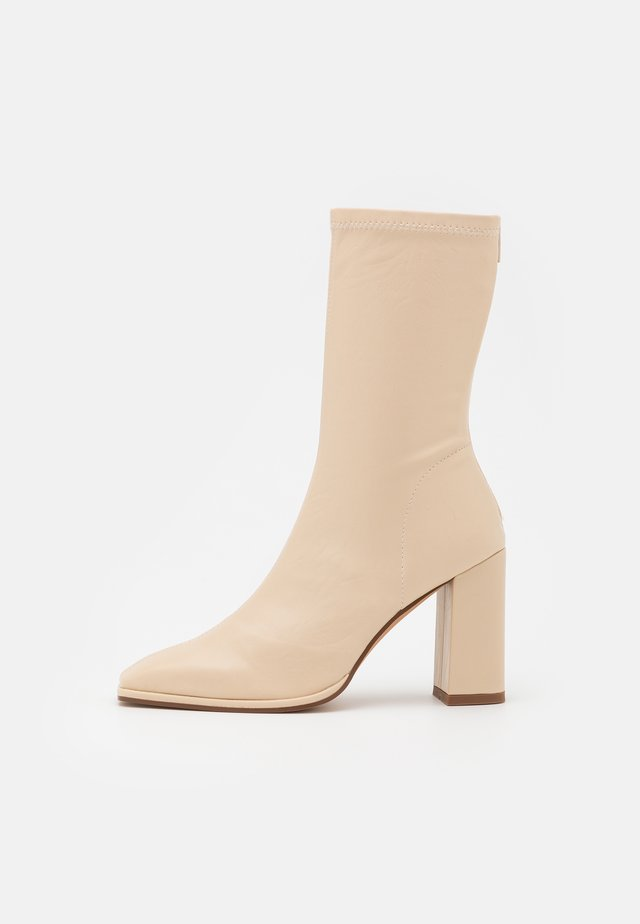 SQUARED TOE SOFT BOOTS - Laarzen - offwhite/beige