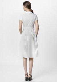 Apart - KLEID - Vestido camisero - cream - 2