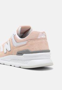 New Balance - CW997 - Zapatillas - pink/white - 5