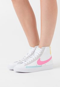 Nike Sportswear - BLAZER - High-top trainers - white/pink glow/pure platinum/glacier ice/illusion green/speed yellow - 0
