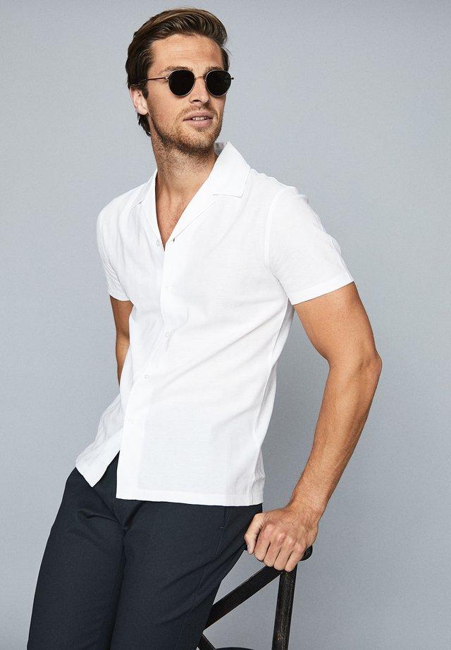 JULIUS - Overhemd - white