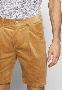 Anerkjendt - AKCARLO - Shorts - tannin - 3