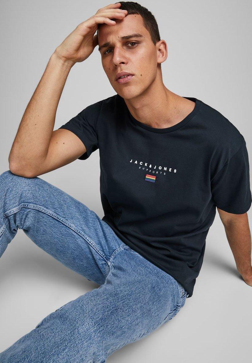 Jack & Jones JORPRIDE - Print T-shirt - sky captain 7ER1S