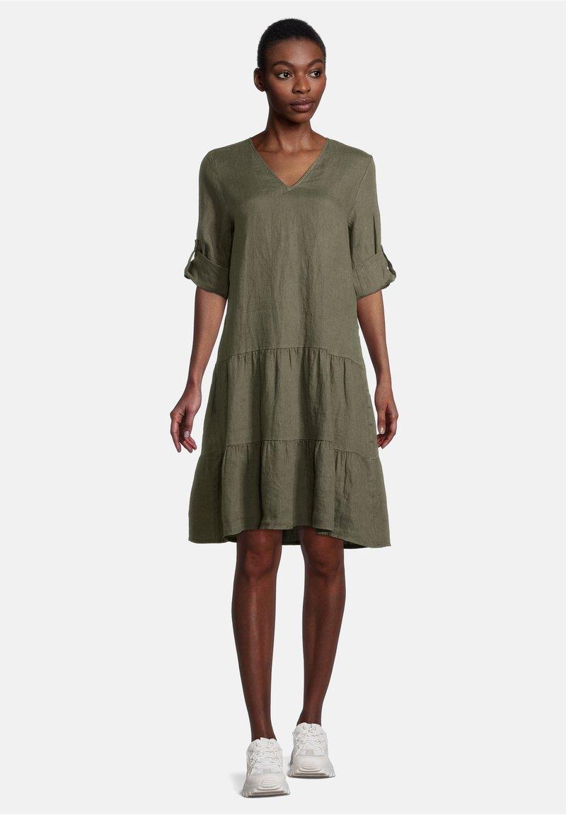 Cartoon - MIT STUFEN - Day dress - dunkelgrün