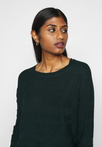 ONLY Petite - ONLCAVIAR - Jumper - scarab - 4