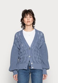 Rich & Royal - CARDIGAN CABLE - Cardigan - smoked blue - 0
