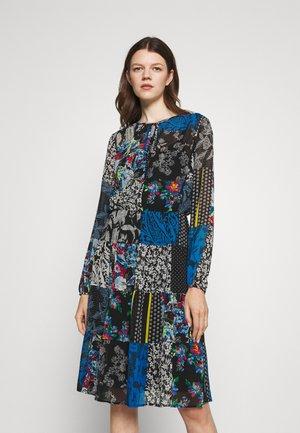 NAKOMA LONG SLEEVE DAY DRESS - Denní šaty - black/blue/multi