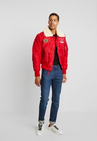 Alpha Industries - INJECTOR  AIR FORCE - Kurtka Bomber - speed red - 1