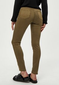 Desires - LOLA GARMENT DYE MIDWAIST - Jeans Skinny Fit - military olive - 2