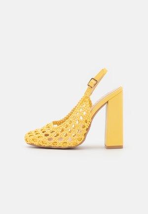 RHEETA - Klasické lodičky - yellow