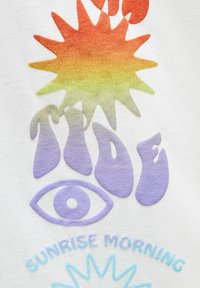 PULL&BEAR - MIT FARBLICH ABGESETZTEM TEXT - Print T-shirt - white - 6