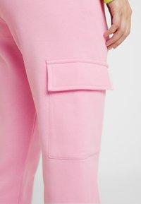 Urban Classics - LADIES CARGO PANTS - Pantaloni sportivi - pink - 3