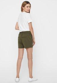 Vero Moda - EVA  - Shorts - green - 2