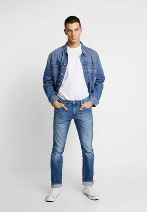 CKJ 026 SLIM - Slim fit -farkut - bright blue
