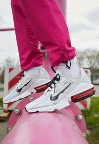 Nike Sportswear - AIR MAX INFINITY 2 - Trainers - white/black/university red/photon dust - 2