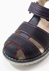 Kickers - PEPSTER - Sandály - marine/rouge - 5