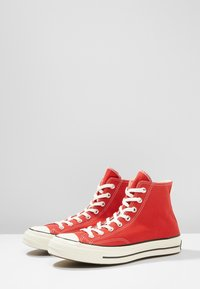 Converse - CHUCK TAYLOR ALL STAR HI ALWAYS ON - Korkeavartiset tennarit - enamel red - 2