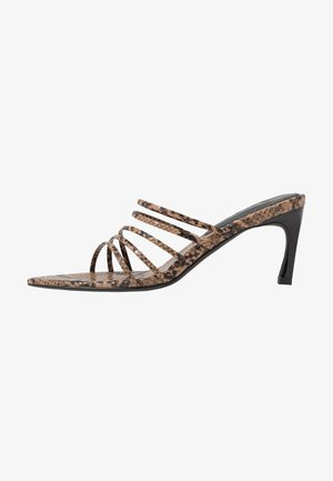 STRAPPY POINTY  - Pantolette hoch - brown