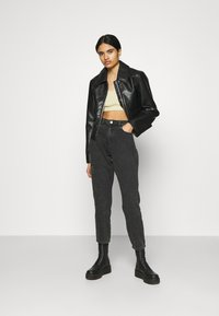 Noisy May - NMMABEL MOM POCKET ANKLE PANTS - Jeans baggy - black - 1