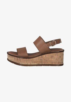 Sandály na klínu - cuoio