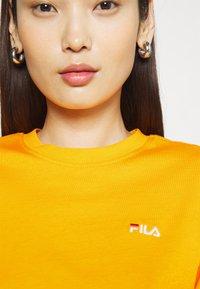 Fila - EARA TEE - T-shirt basic - flame orange - 4