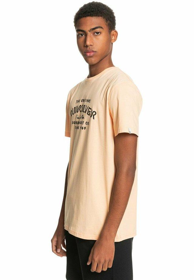 WIDER MILE - Print T-shirt - apricot