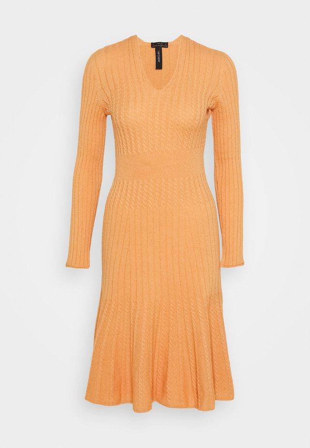 Vestido de punto - apricot beige